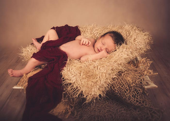 Baby Photography Swindon. Fine art, natural baby and newborn photography Swindon, Wiltshire. Capturing the most intimate bond between Mother and baby.